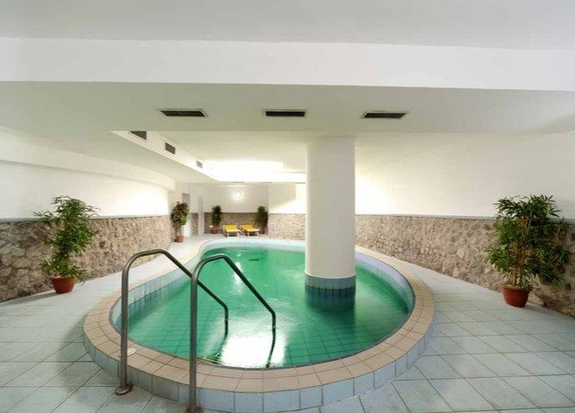 swimming pool property condominium daylighting Villa mansion