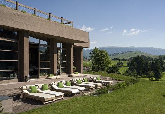 grass sky property home residential area condominium Villa outdoor structure overlooking