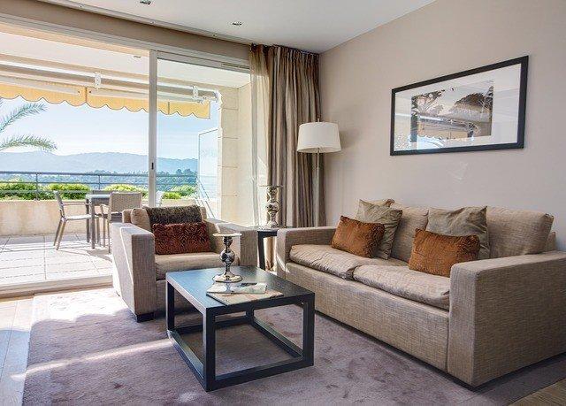 sofa property living room condominium home Villa