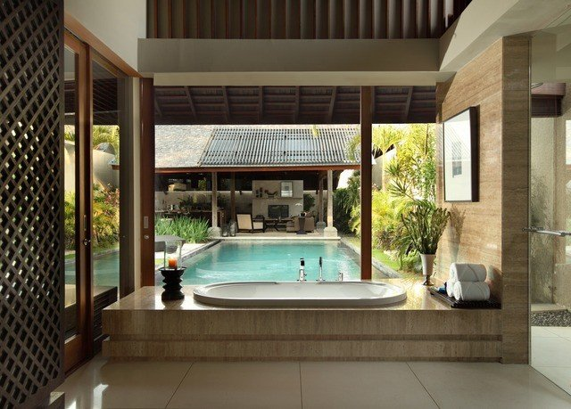 property swimming pool condominium home mansion Villa tiled
