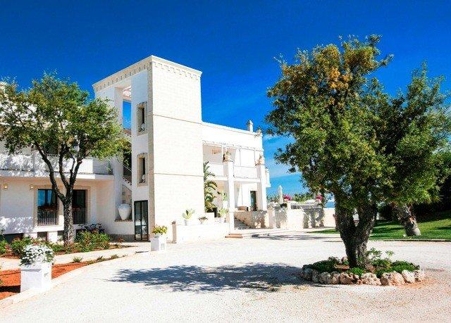 tree property plaza residential area neighbourhood home Villa condominium