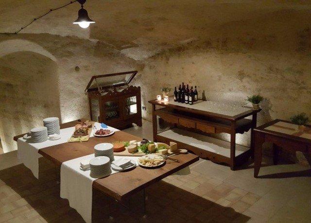 property cottage Villa living room hacienda farmhouse cuisine