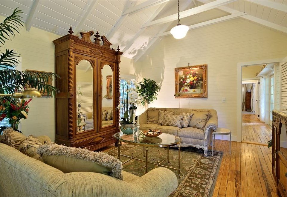 sofa living room property home house mansion Villa cottage farmhouse