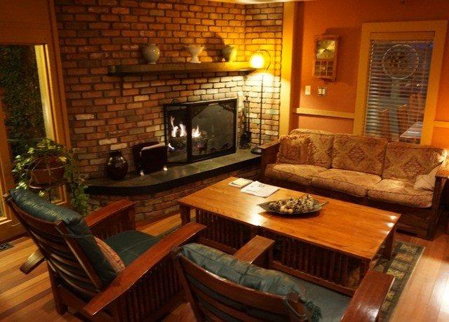property living room cottage home hardwood Villa