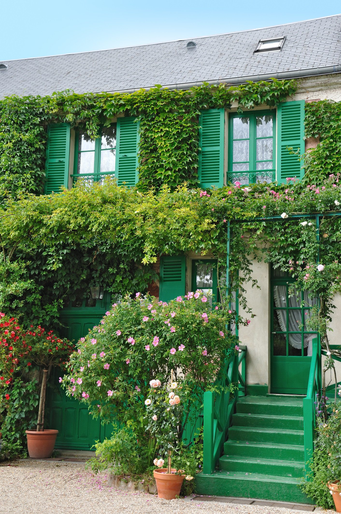 Trip Ideas outdoor tree building green house flower Garden botany yard plant home backyard estate cottage Courtyard lawn facade outdoor structure shrub shed porch bushes