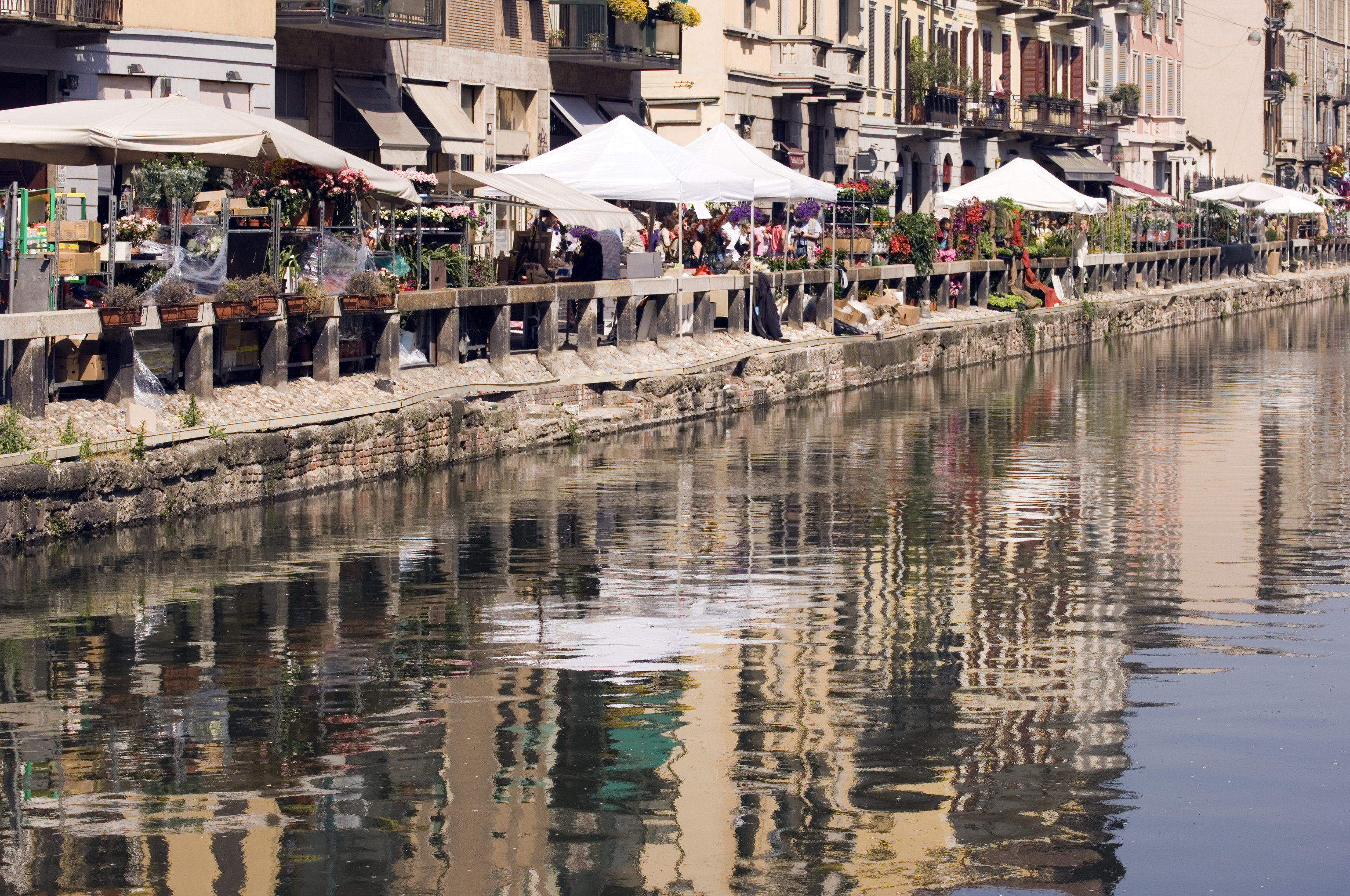 Style + Design Travel Tips water reflection waterway City recreation Canal