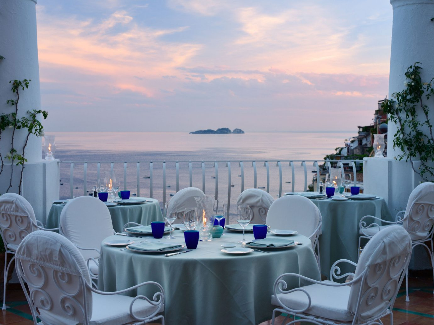Outdoor dining at Le Sirenuse, Positano