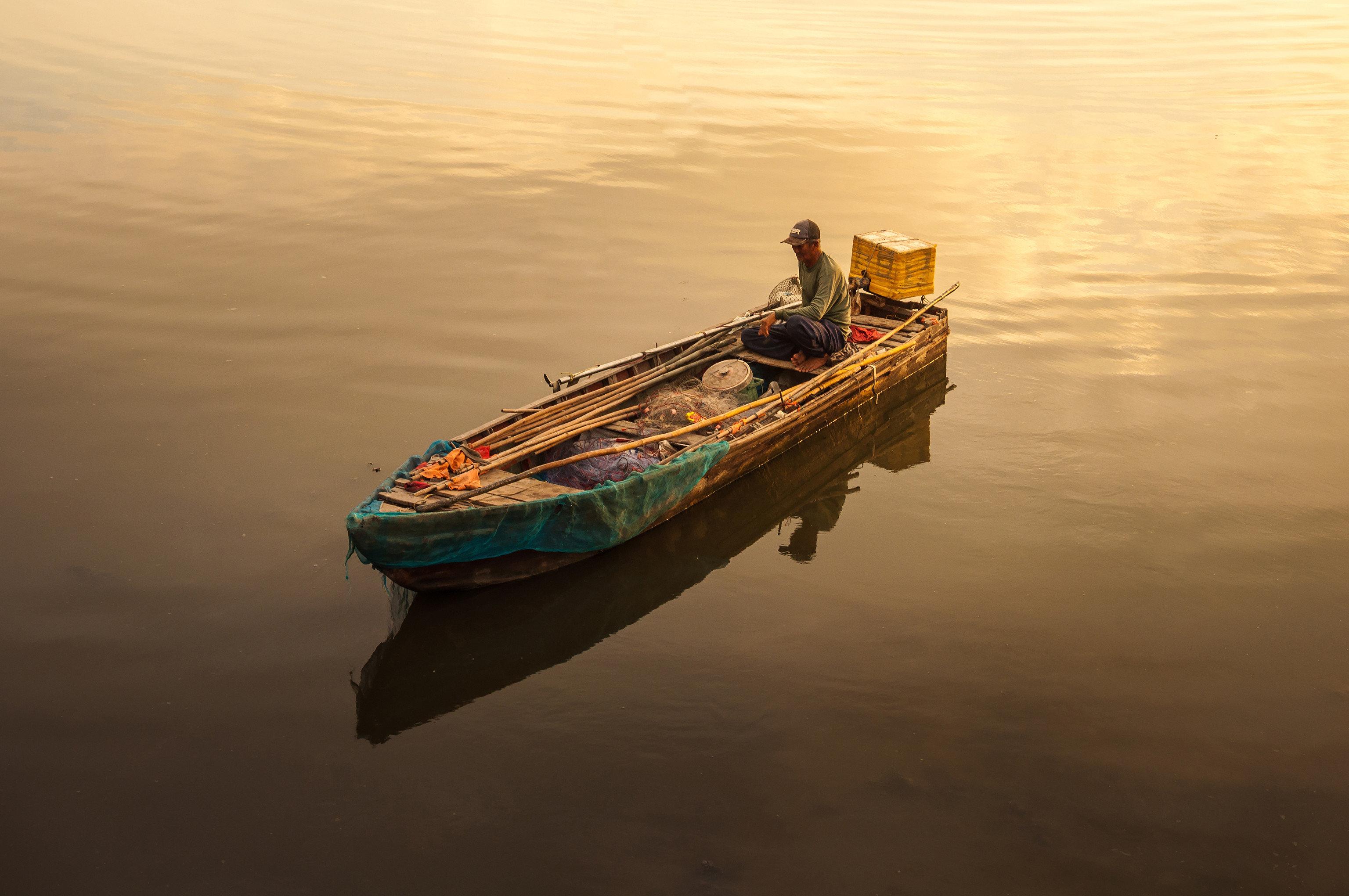 Jetsetter Guides water outdoor Boat vehicle reflection Sea watercraft rowing morning watercraft Lake floating ship wave