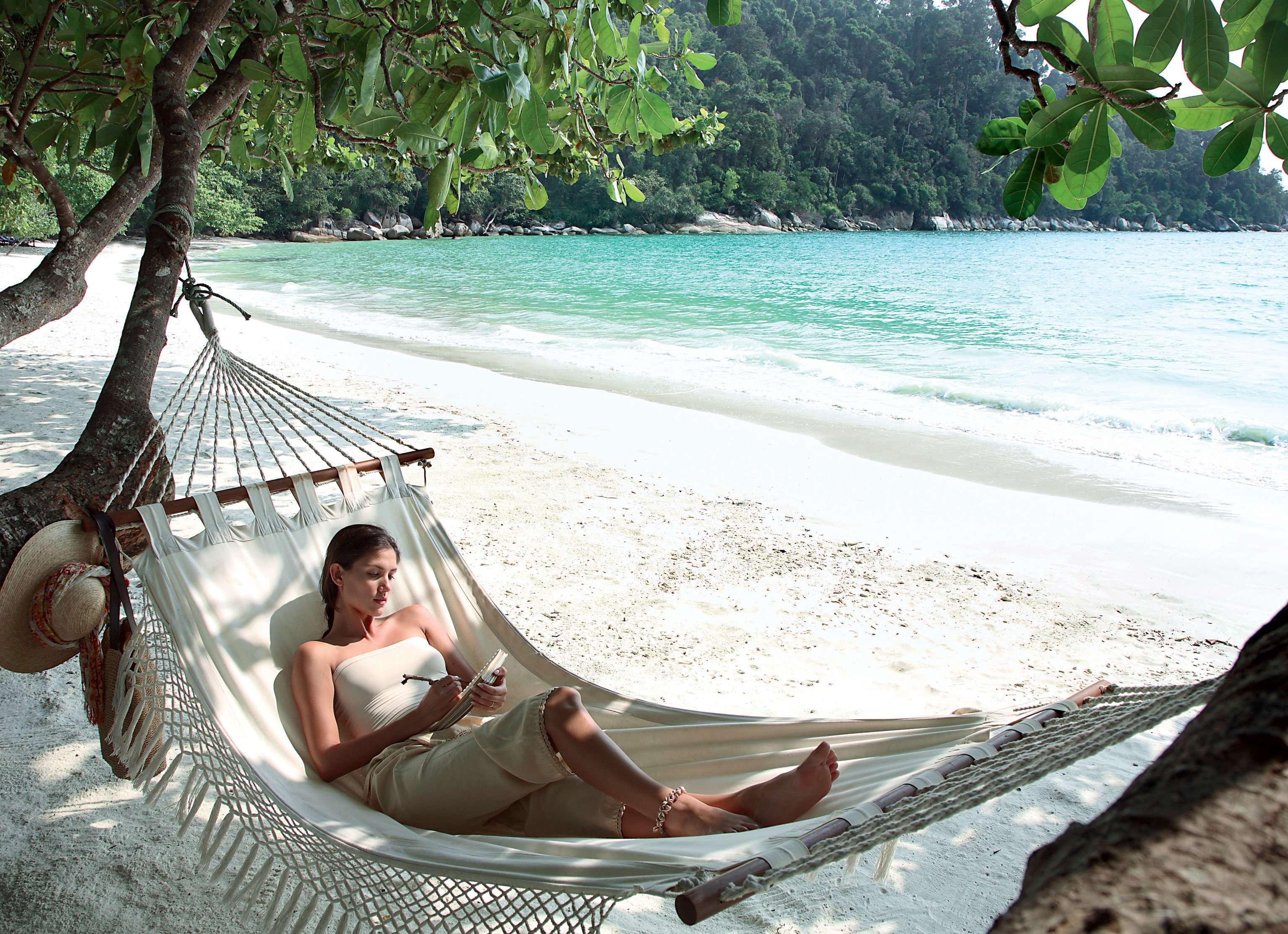 Hotels tree outdoor water bed leisure hammock Beach furniture vacation