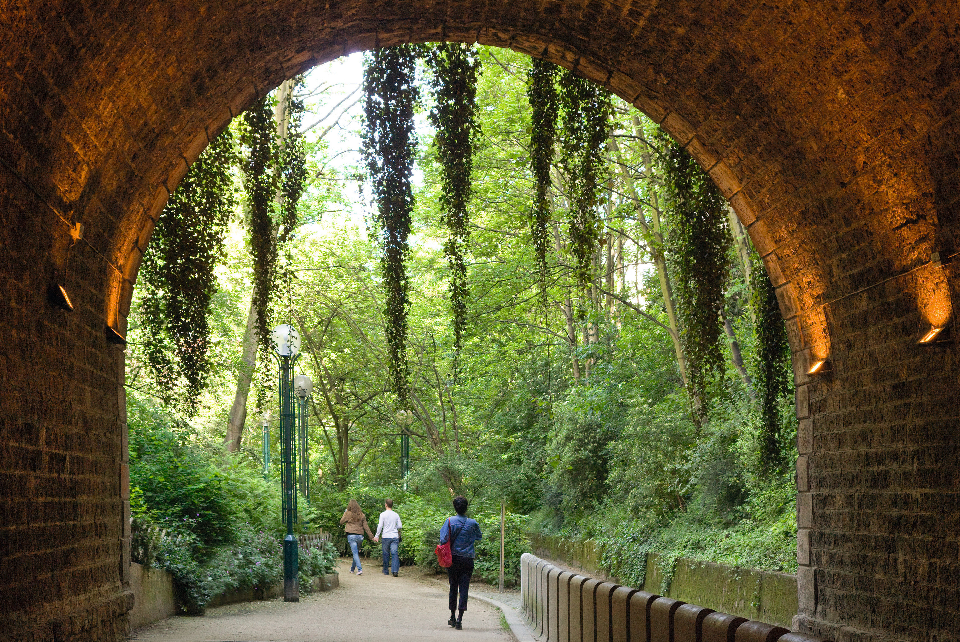 Budget Jetsetter Guides outdoor arch building green tree Architecture brick tourism autumn monastery Garden flower ancient history abbey waterway stone place of worship walkway colonnade