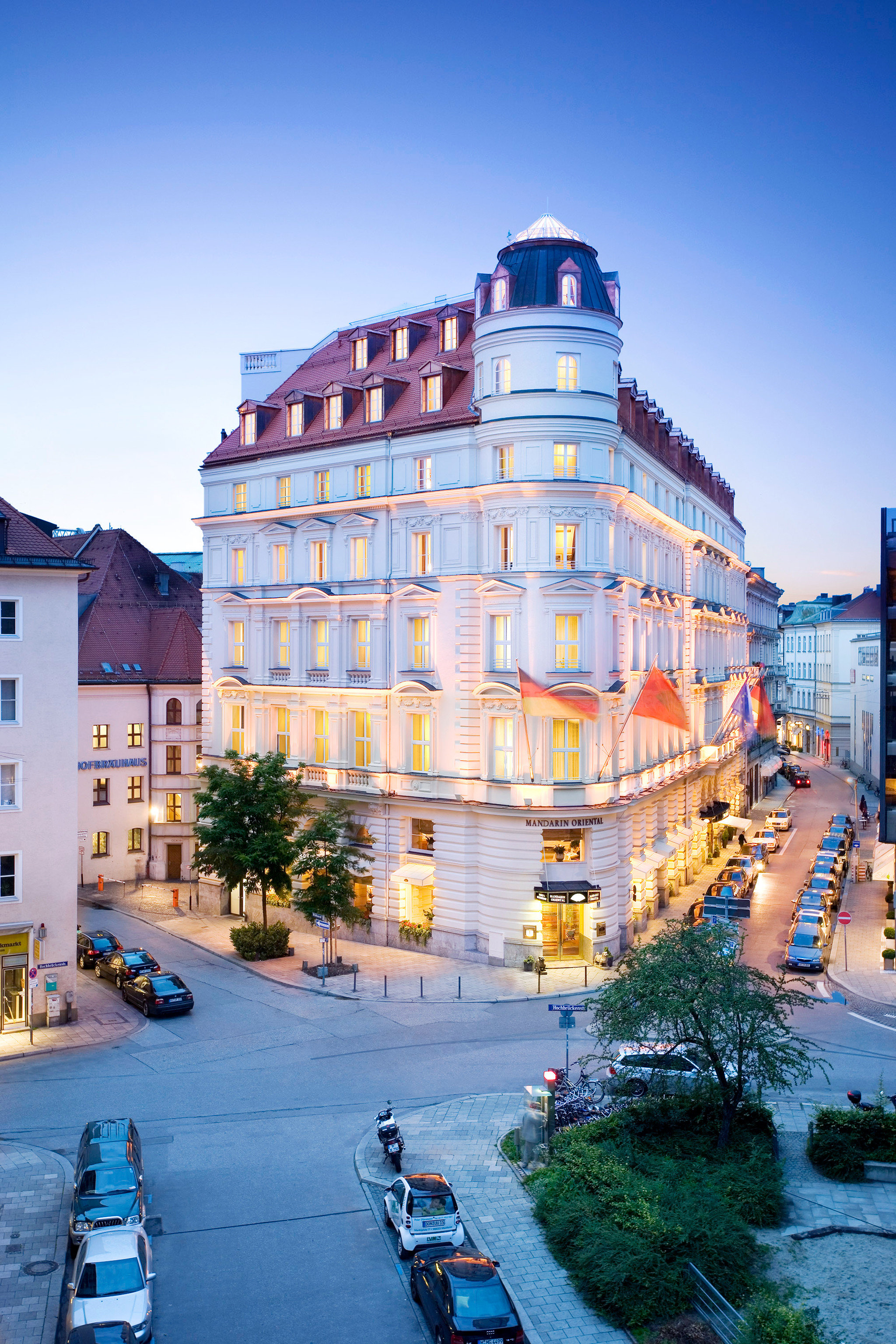 Architecture Buildings City europe Exterior Germany Hotels Luxury Munich outdoor landmark Town urban area cityscape neighbourhood human settlement vacation condominium residential area tourism tower block Downtown facade reflection Resort