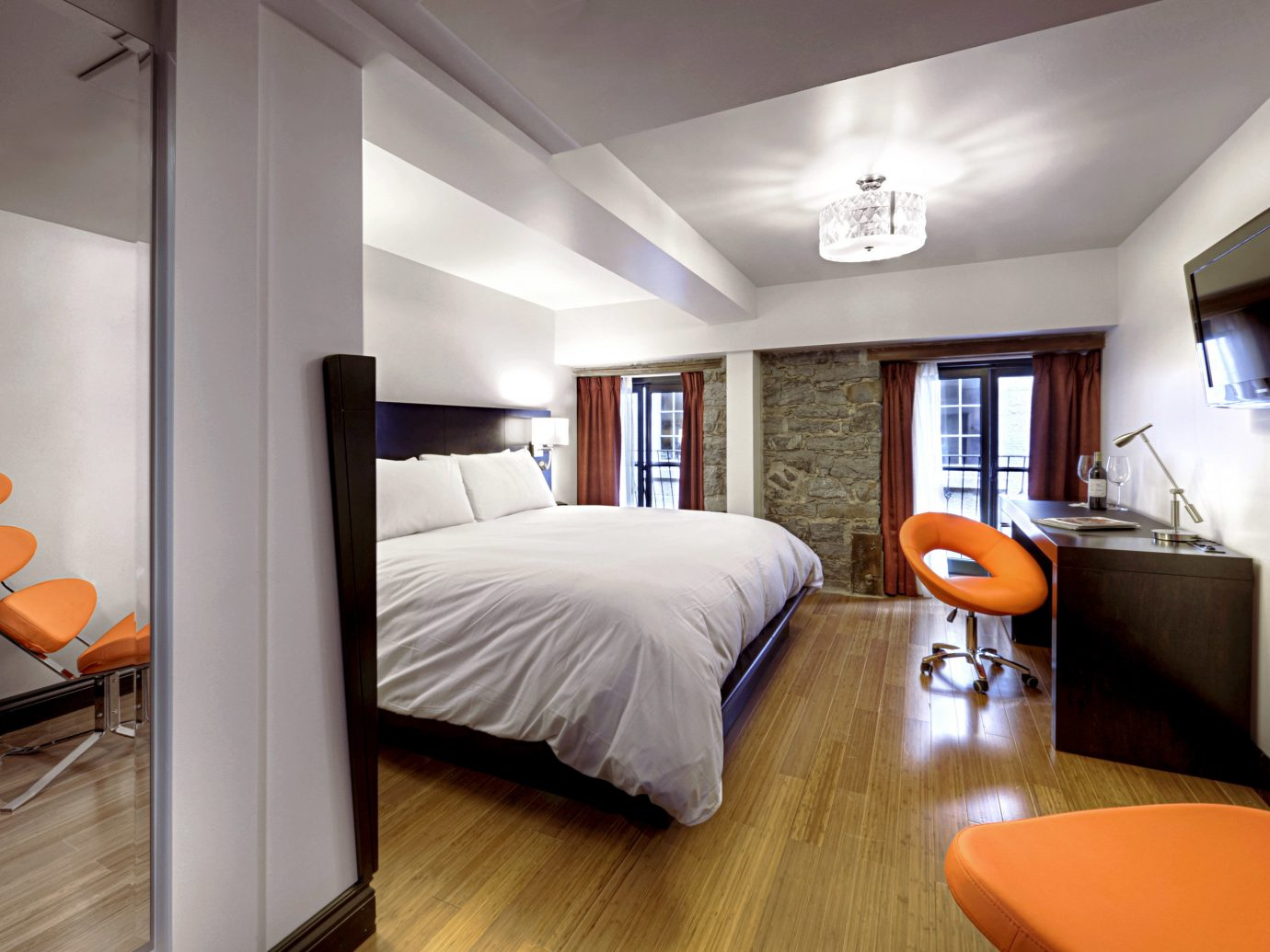 Bedroom Boutique Hotels Business Chicago Hotels Luxury Modern Scenic views Suite indoor floor wall ceiling room property bed real estate home estate interior design living room orange cottage wood condominium apartment furniture