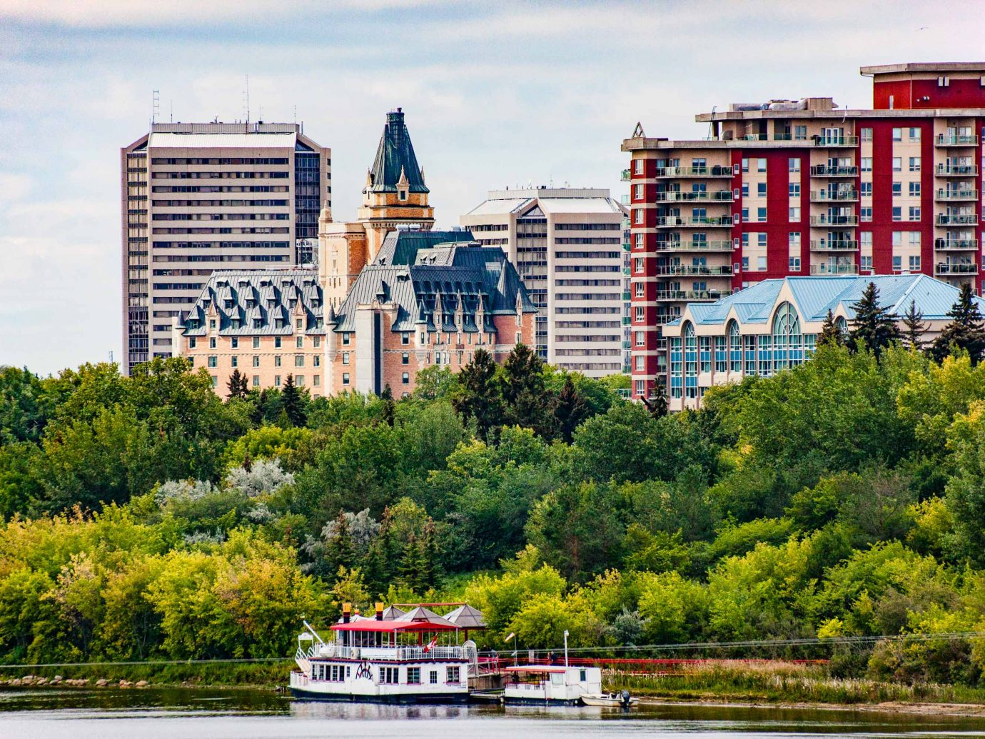 Saskatoon cityscape River Fall harbour tour boat