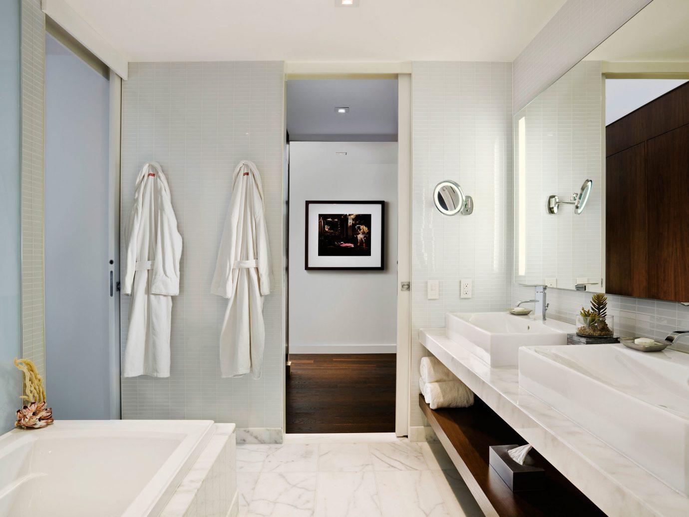 Canada Hotels Toronto wall indoor bathroom floor room property ceiling Suite home interior design sink real estate estate Design apartment cabinetry flooring tub clean Bath bathtub