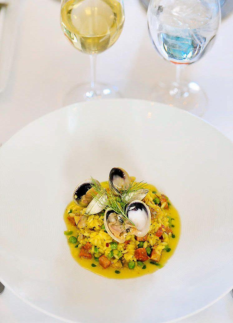 plate dish food indoor cuisine italian food european food meal recipe tableware spaghetti alle vongole vegetarian food