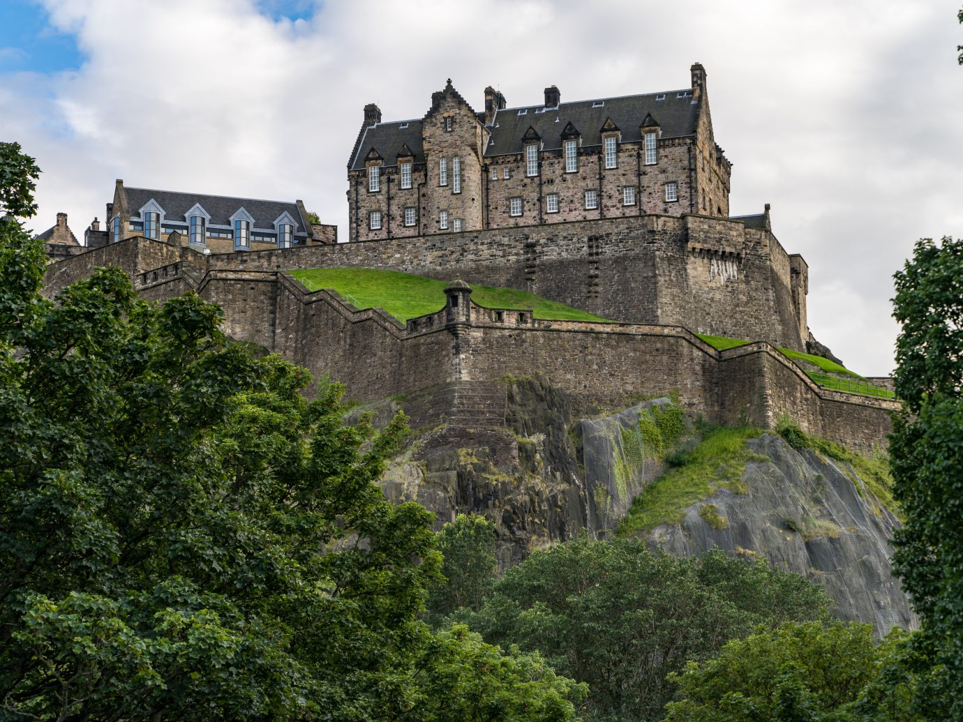 Scenic view of Edinburgh Castle on Castle rock, Edinburgh, Scotland