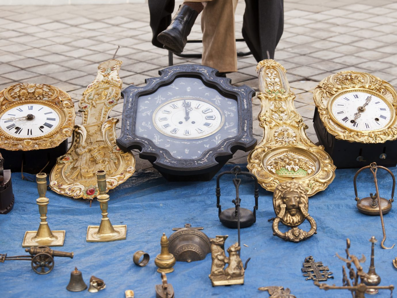 Antique clocks at El Rastro market