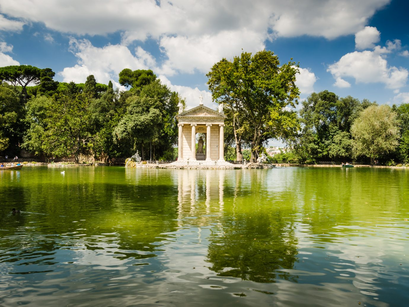 artificial lake on villa borgese garden