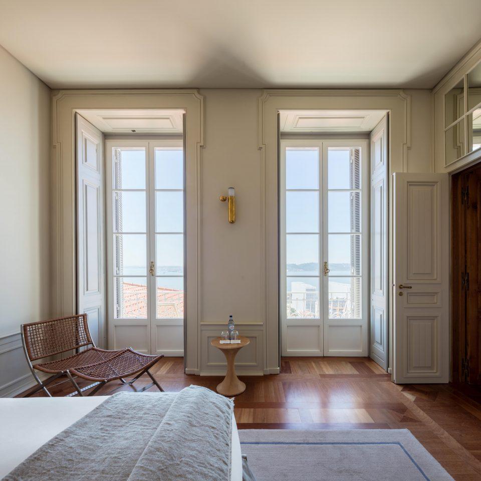 Naturally lit room at Verride Palácio Santa Catarina