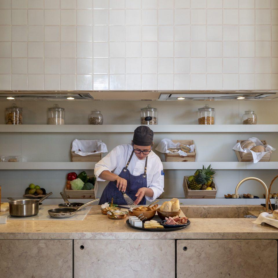 Chef preparing food in the kitchen at Verride Palácio Santa Catarina