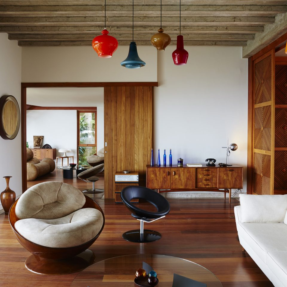Living space with various different hanging lights