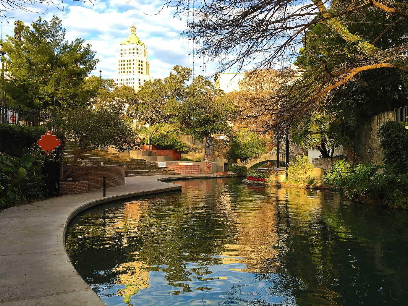 Beautiful view of the San Antonio Riverwalk