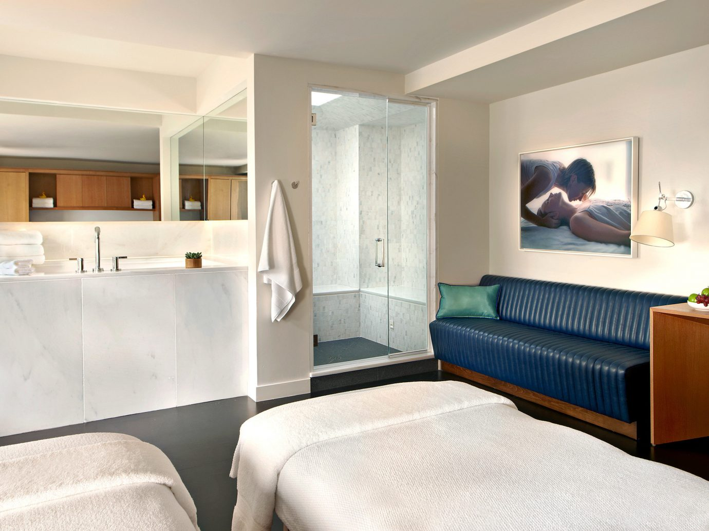 21c Museum Hotel Cincinnati guestroom