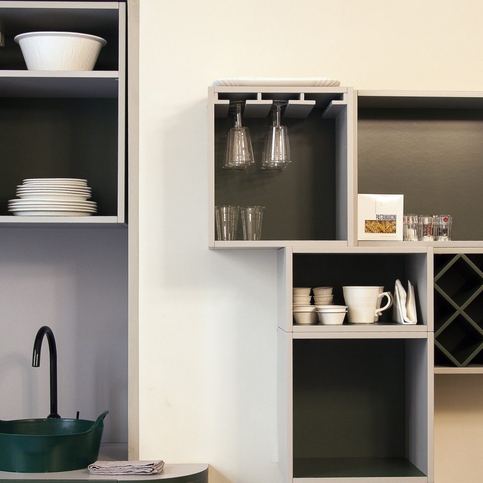 Kitchen with box shelving carrying cups and plates at Casacau