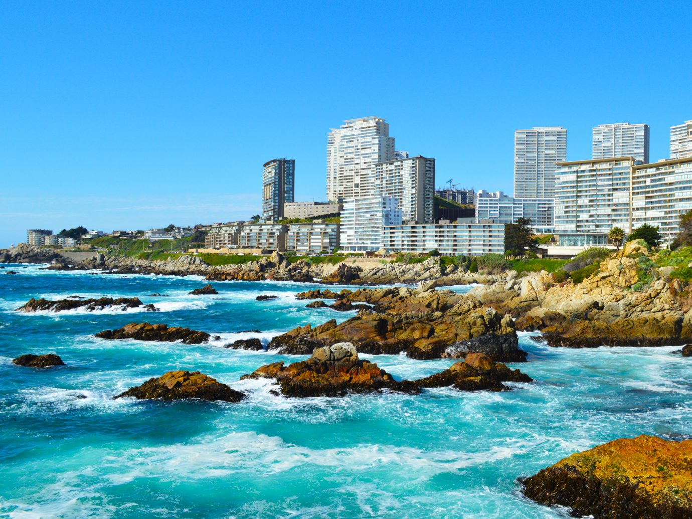 Outdoor photograph of Costa Brava in Viña del Mar, Chile. Borgoño avenue.