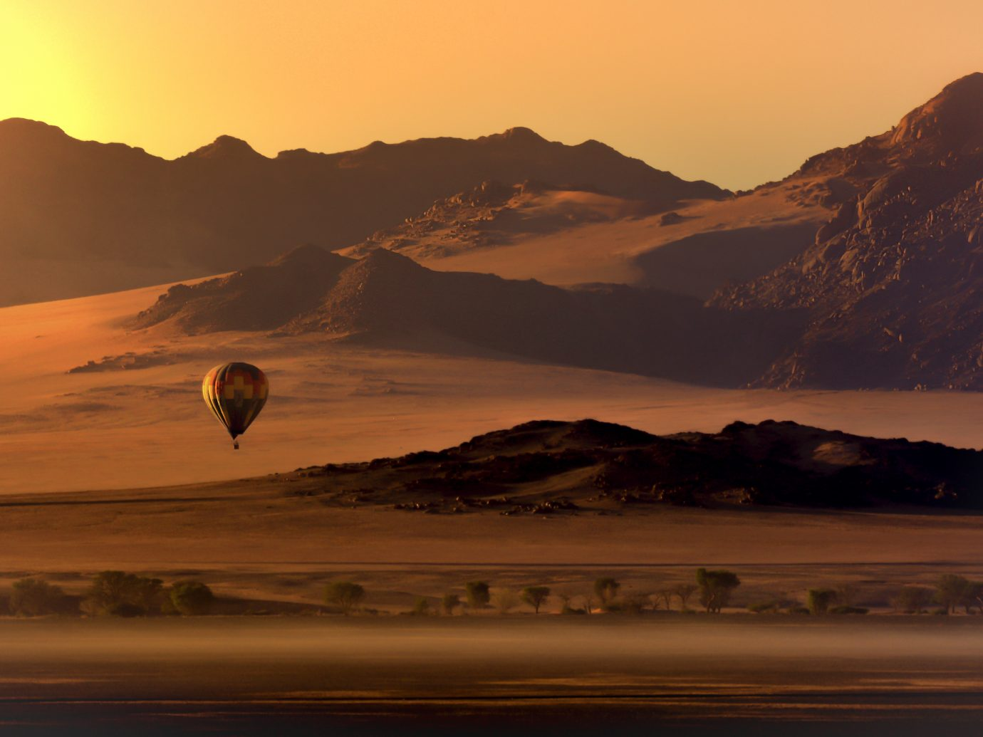 Desert Ballooning over the Sossusvlei Desert