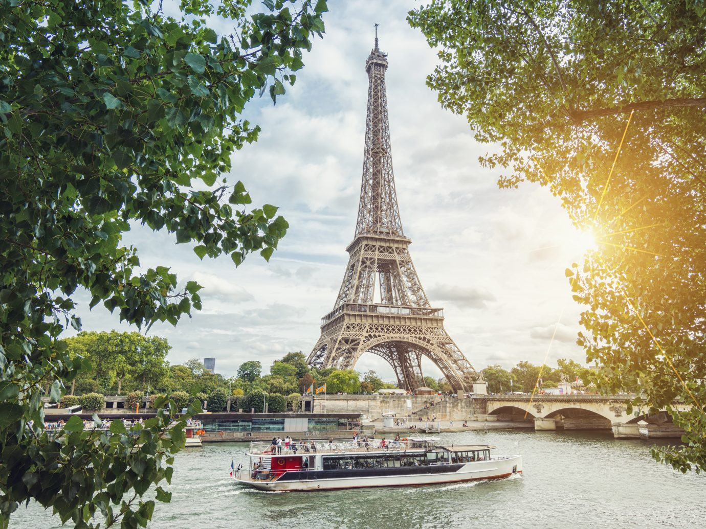 View from the Seine shore to the eiffel tower in paris