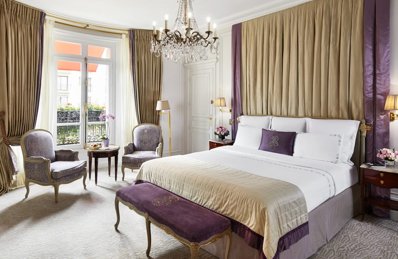 Bedroom at Hotel Plaza Athenee