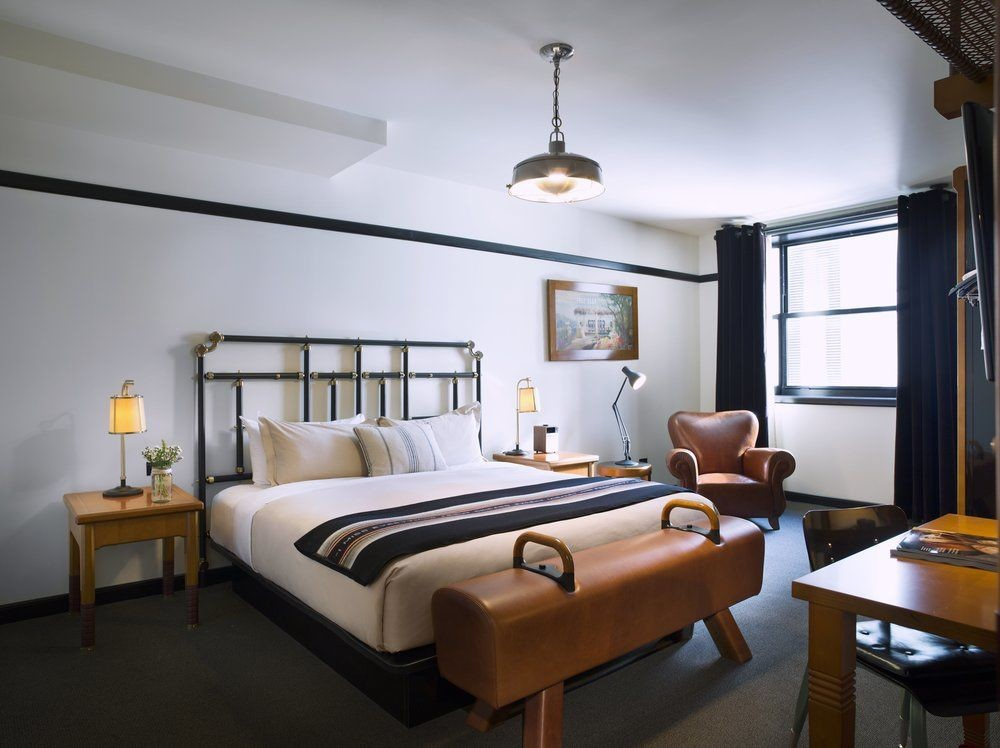 Bedroom at Chicago Athletic Association
