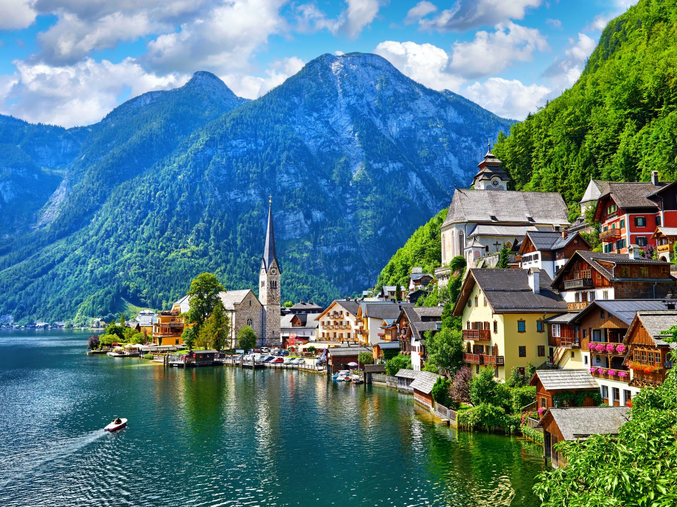 View of Hallstattersee Lake and Alps mountains summits