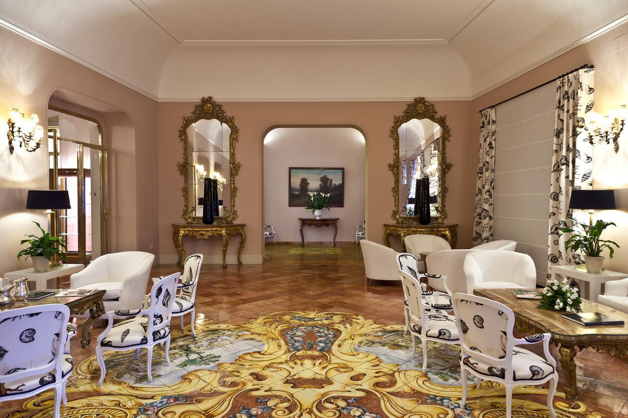 Lobby of Albergo della Regina Isabella