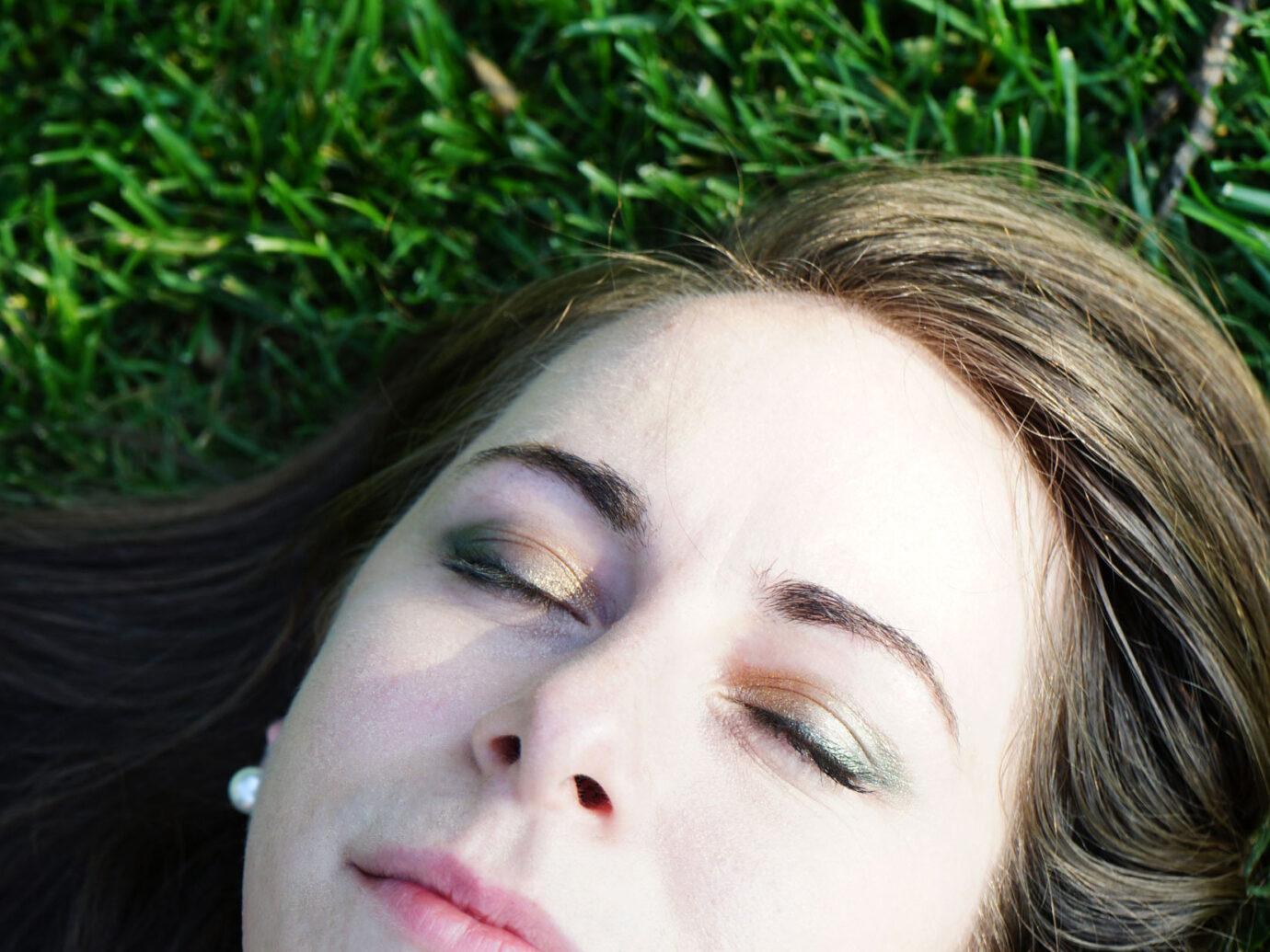 Lindsey sparkly green eyeshadow