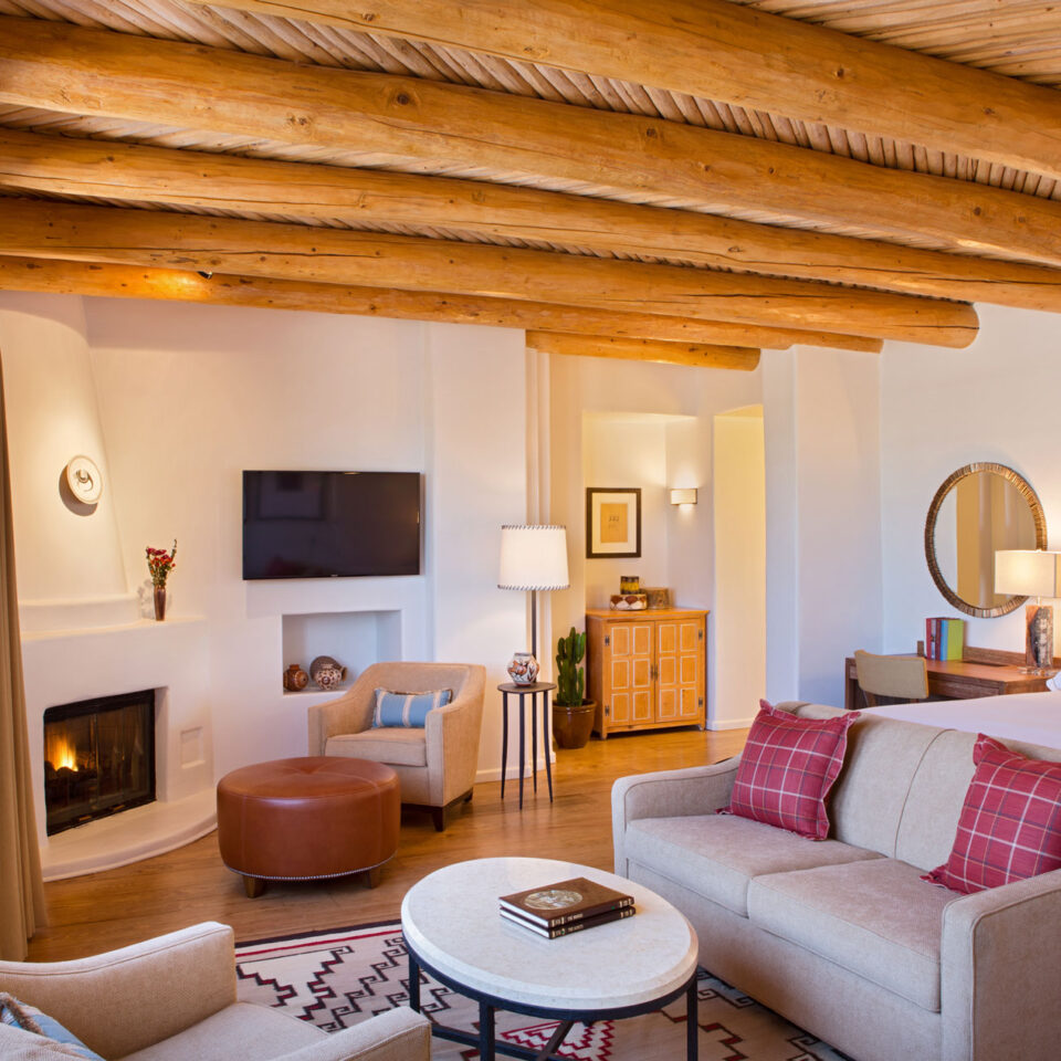 Living room at the Rosewood Inn Anasazi