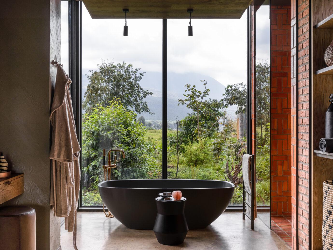 Kwitonda Lodge bath tub