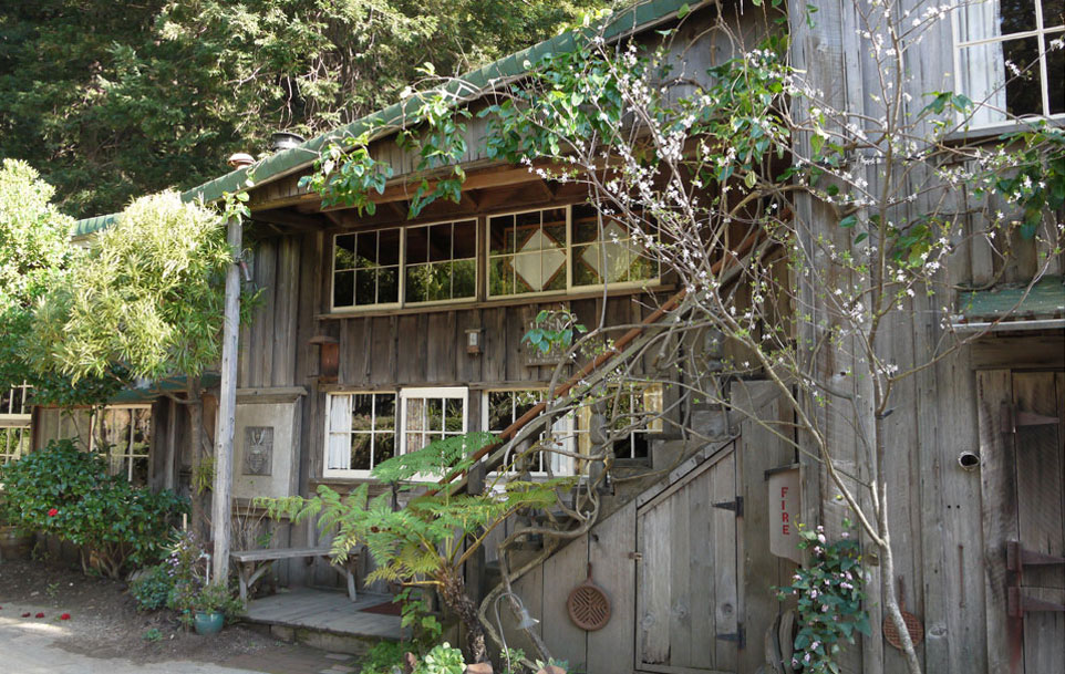 Exterior of Deetjen's Big Sur Inn
