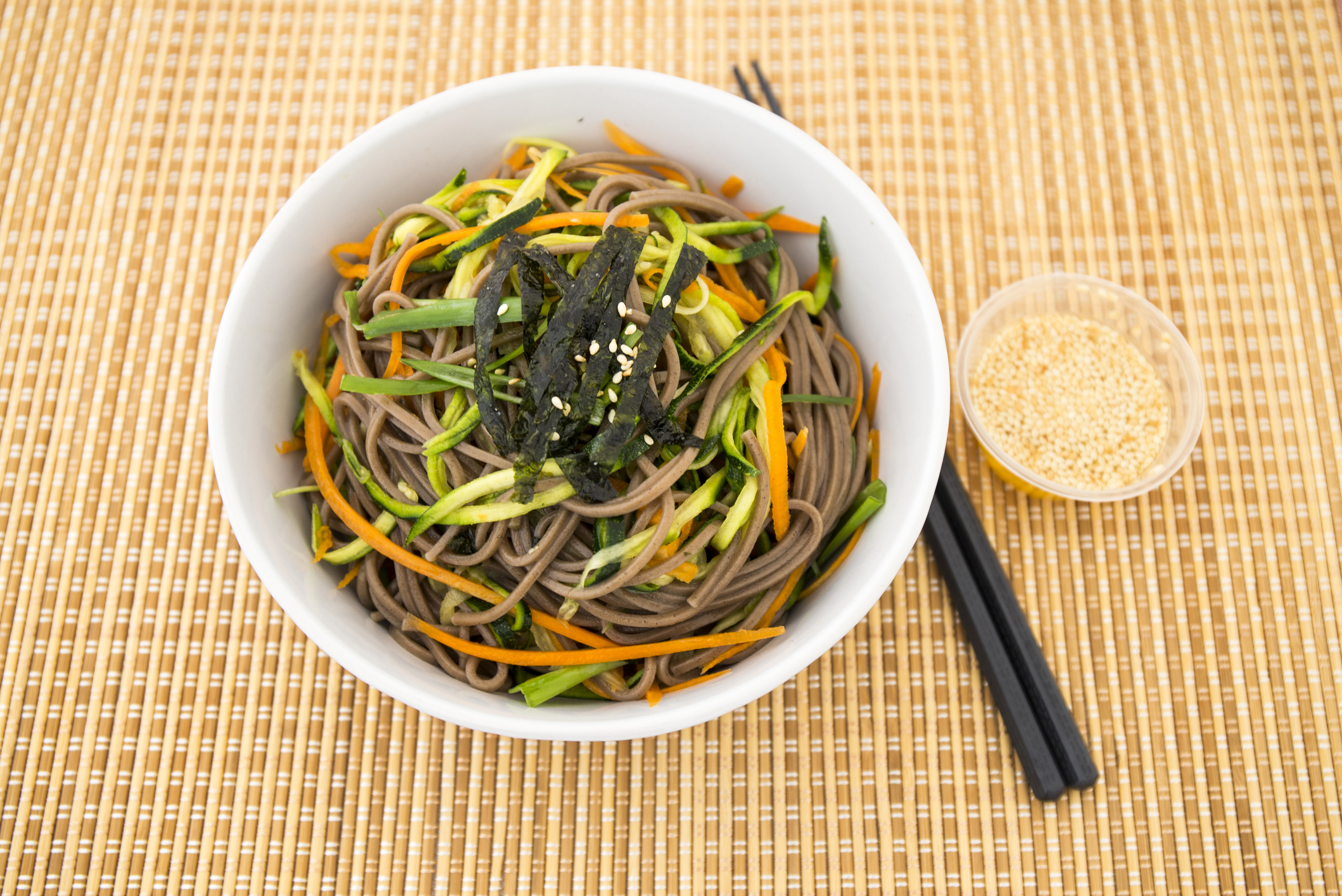 soba noodle with zucchini, carrot, sesame oil