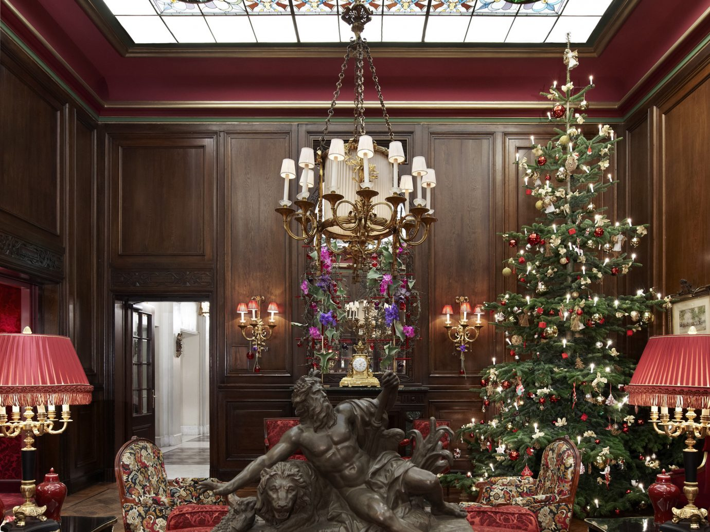 Hotels indoor Living room red decorated interior design living room ballroom christmas decoration function hall ceiling Lobby furniture