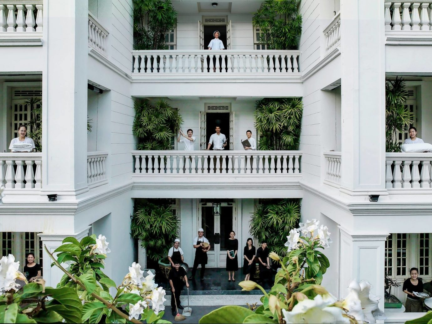 Budget building flower outdoor house mansion estate white home plant Architecture porch Courtyard Balcony Villa Garden Resort facade condominium palace outdoor structure backyard decorated furniture