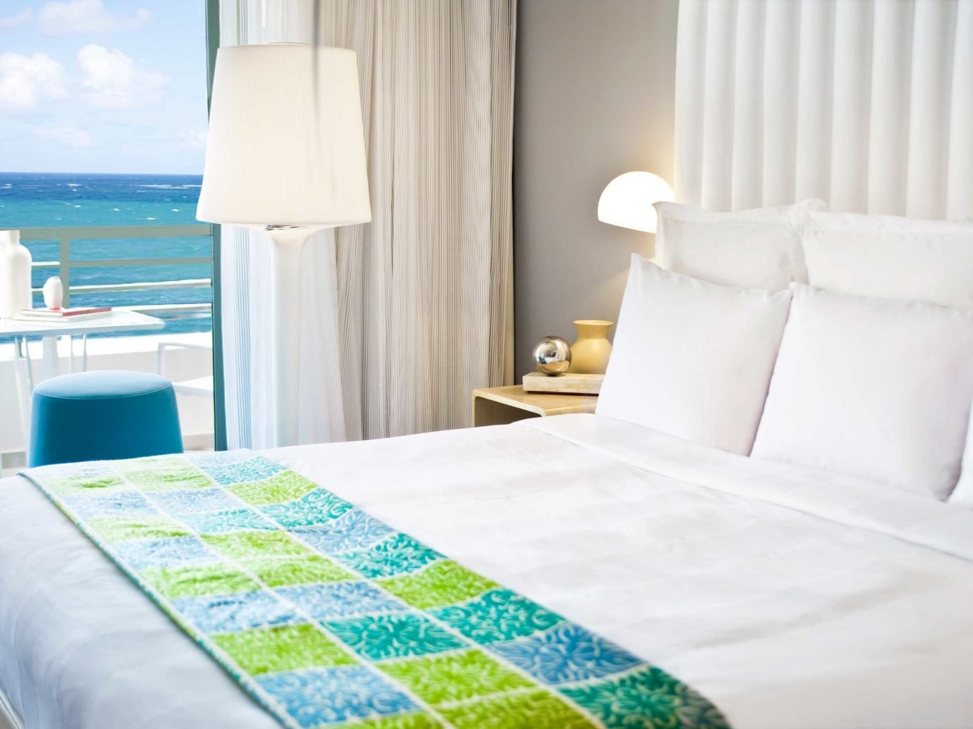 Beachfront Bedroom Hotels Modern Resort indoor bed room Suite bed sheet white cottage interior design hotel furniture textile apartment bedclothes