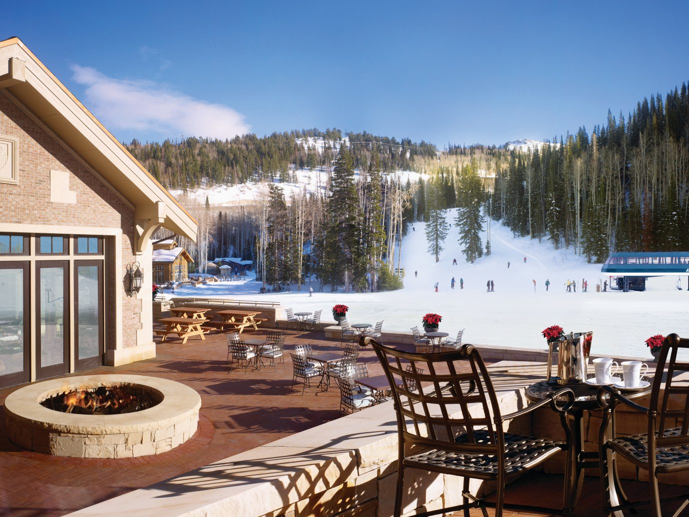 Trip Ideas Winter outdoor sky Resort estate vacation home cottage