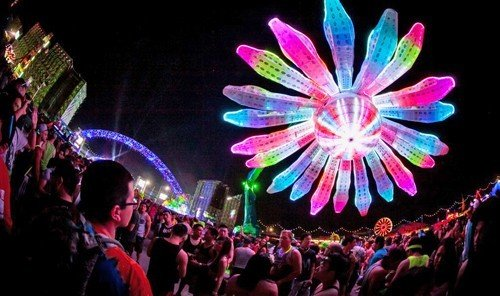 Jetsetter Guides scene nightclub festival musical theatre carnival rave crowd