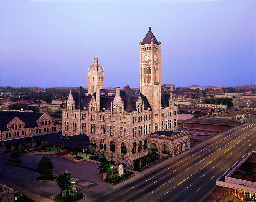 Hotels outdoor sky landmark building tourism cityscape cathedral tower evening place of worship Church day