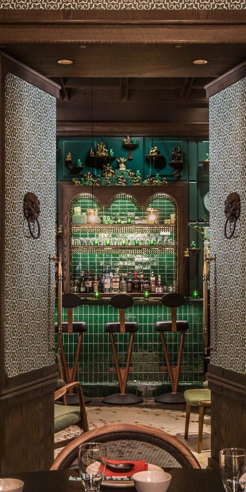 Food + Drink Trip Ideas screenshot Bar window glass
