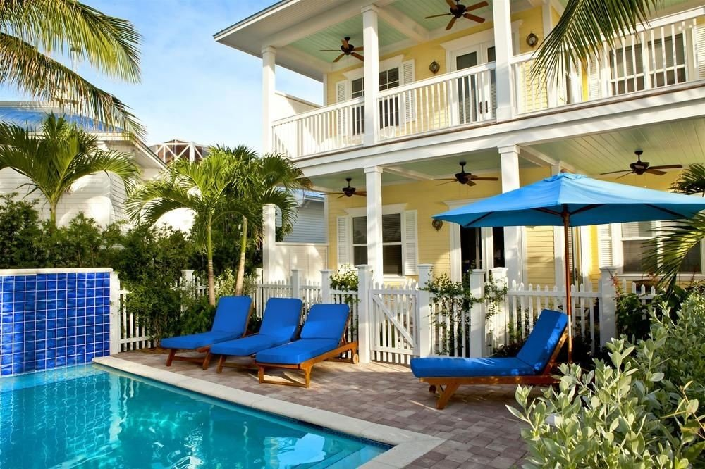 Florida Hotels building blue outdoor tree Pool chair swimming pool property Resort Villa estate leisure Deck condominium vacation home backyard real estate caribbean mansion cottage lawn eco hotel apartment swimming furniture porch plastic