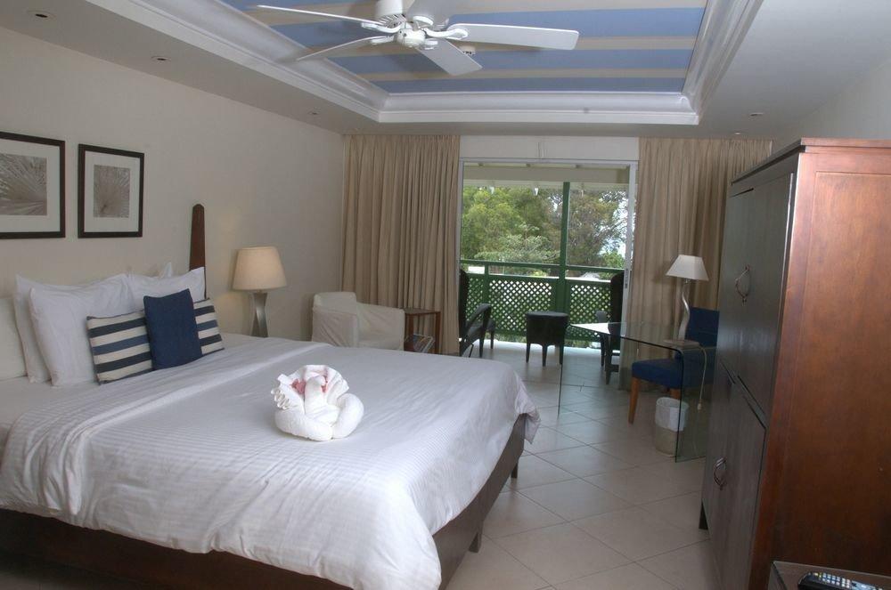 All-Inclusive Resorts Hotels indoor wall floor bed room ceiling Bedroom real estate Suite interior design estate hotel