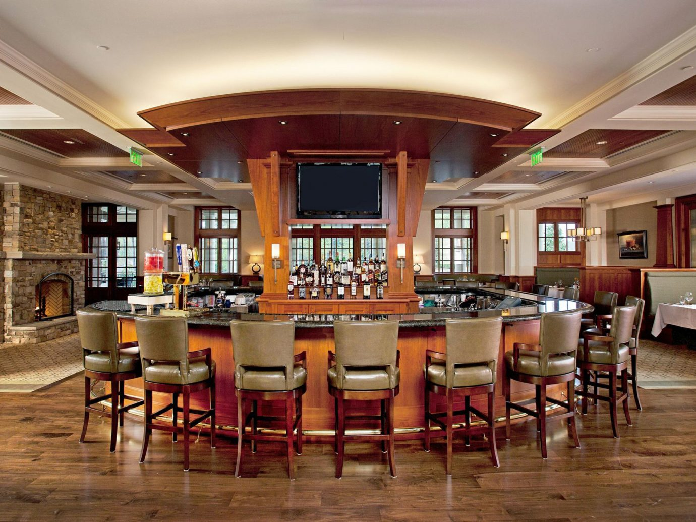 Bar Dining Drink Eat Hip Hotels Lakes + Rivers Luxury Modern Romance indoor floor ceiling table chair room Lobby furniture estate interior design restaurant function hall recreation room cafeteria conference hall dining room real estate café convention center ballroom area several